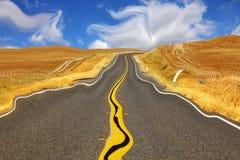 Miragem na estrada no deserto Foto de Stock