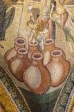 Mirakel av Cana, vatten in i vin royaltyfria bilder