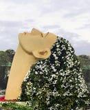 Mirakeltr?dg?rd En flicka med hår som göras av blommor fotografering för bildbyråer