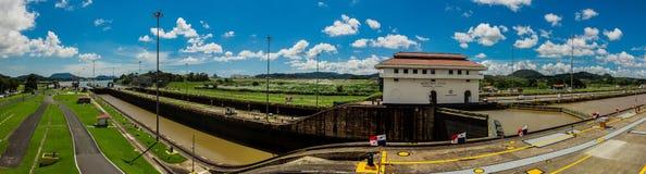 Miralflores lås på den Panama kanalen arkivbilder