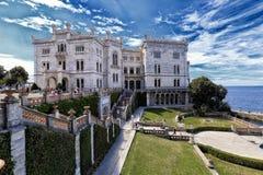 Miramare slott med parkera Royaltyfria Bilder