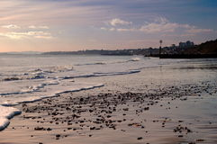 Mirando abajo de la playa de Boscombe en Bournemouth, Dorset Imagenes de archivo