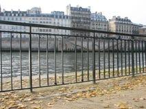 Mirando a la margen izquierda del río Sena, París imagen de archivo libre de regalías