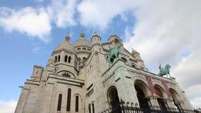 Mirando para arriba la basílica de Sacre Coeur, París, Francia imagen de archivo