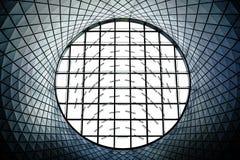 Mirando para arriba un techo abstracto en New York City, Nueva York Imágenes de archivo libres de regalías