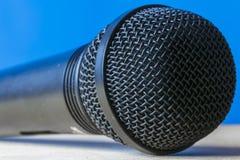 Mircophone dynamique s'étendant à plat Images stock