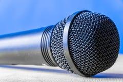 Mircophone dynamique s'étendant à plat Images libres de droits