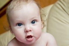 Mire al bebé Fotografía de archivo