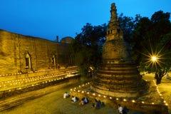 Mire al trasluz el circumambulation triple ligero alrededor del templo de la pagoda de Buda Foto de archivo