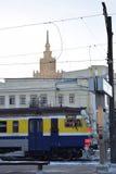 Mire de la estación de tren en Riga Fotos de archivo