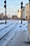 Mire de la estación de tren en Riga Foto de archivo libre de regalías