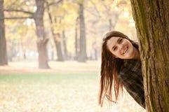 Mire en mí - el retrato de la mujer del otoño Imagen de archivo libre de regalías