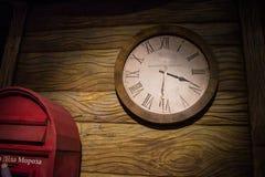 Mire ese tiempo del otsschityvayut por el Año Nuevo Fotografía de archivo libre de regalías