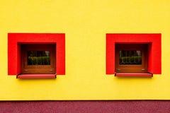 Mire la casa Imágenes de archivo libres de regalías