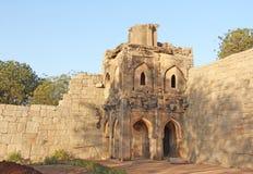 Mire la torre del recinto de Zanana en Hampi - un mundo Herita de la UNESCO fotografía de archivo libre de regalías