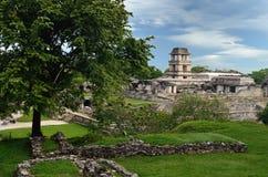 Mire la torre en la ciudad maya antigua de Palenque, México Fotografía de archivo libre de regalías