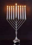 mire le menorah de hanukkah Image libre de droits