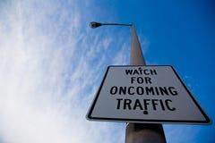 Mire para la señal de tráfico Foto de archivo