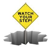 Mire su señal de peligro del paso agujerear la mitigación del riesgo del peligro Fotografía de archivo