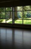 Mire a través de una ventana Imagen de archivo libre de regalías