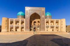 Miri-árabe Madrasah, complejo del Poi Kalyan en Bukhara, Uzbekistán Imágenes de archivo libres de regalías