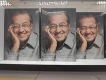 MIRI, MALEISIË - CIRCA MAART, 2019: Tun Mahathir Mohamad-boeken bij de boekhandel stock foto