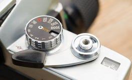Mirino manuale d'annata della leva di avanzamento della macchina fotografica del fuoco 35mm SLR immagine stock