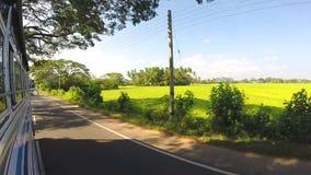 MIRISSA,斯里兰卡- 2014年3月:看法Timelapse从驾驶公共汽车的通过斯里兰卡的街道 股票录像