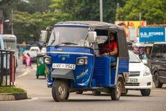 MIRISSA,斯里兰卡- 2017年1月01日:Tuk-tuk在的moto出租汽车 库存图片