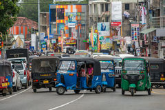 MIRISSA,斯里兰卡- 2017年1月01日:Tuk-tuk在的moto出租汽车 免版税库存照片