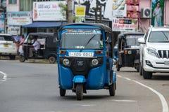 MIRISSA,斯里兰卡- 2017年1月01日:Tuk-tuk在的moto出租汽车 免版税库存图片
