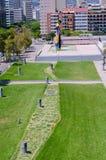 Miro kwadrat z statua ptakiem i kobietą zdjęcia stock
