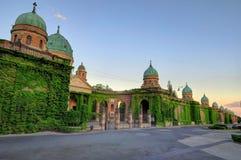 Mirogoj公墓常春藤覆盖的外墙  免版税库存照片