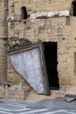 Miroir cassé sur l'étape au théâtre antique de l'orange Photos stock