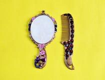 Miroir de main con?u arabe pour la femme Type de cru photos libres de droits
