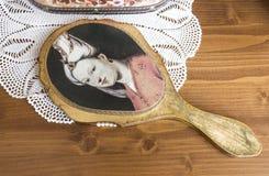 Miroir de main sur la dentelle Image stock