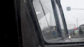 Miroir de vue arrière sale droit de voiture, vue de miroir banque de vidéos