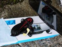 Miroir de vue arrière de voiture avec la caméra en gros plan intégrée photos libres de droits