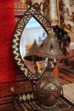 Miroir et une lampe photos stock