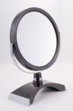 Miroir rond de chrome avec le stand photos libres de droits