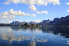 Miroirs magiques de Trollfjord Photographie stock libre de droits