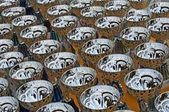 Miroiter les tasses argentées aux gagnants des récompenses de concours Image libre de droits