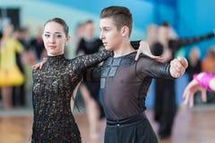 Mironchik Vladislav och Ermakova Olga Perform Juvenile-2 latin - amerikanskt program Royaltyfri Bild