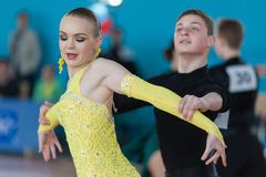 Mironovich Maksim en Akulich Anastasiya voert de Jeugd Latijns-Amerikaans Programma uit Royalty-vrije Stock Foto