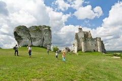 MIROW near CZESTOCHOWA, POLEN, 20 Juli 2016: Mirow riddares slott i Jura Cracow Czestochowa i Polen Arkivbild