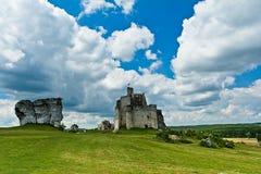 MIROW near CZESTOCHOWA, POLEN, 20 Juli 2016: Mirow riddares slott i Jura Cracow Czestochowa i Polen Arkivbilder