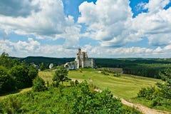 MIROW near CZESTOCHOWA, POLEN, 20 Juli 2016: Mirow riddares slott i Jura Cracow Czestochowa i Polen Arkivfoton