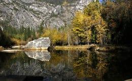 Mirror湖在山脉 库存照片