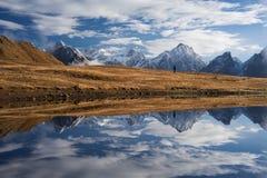 Mirroring mountain lake Royalty Free Stock Photography