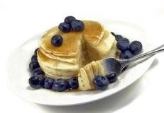 Mirtilli sui pancake Fotografia Stock